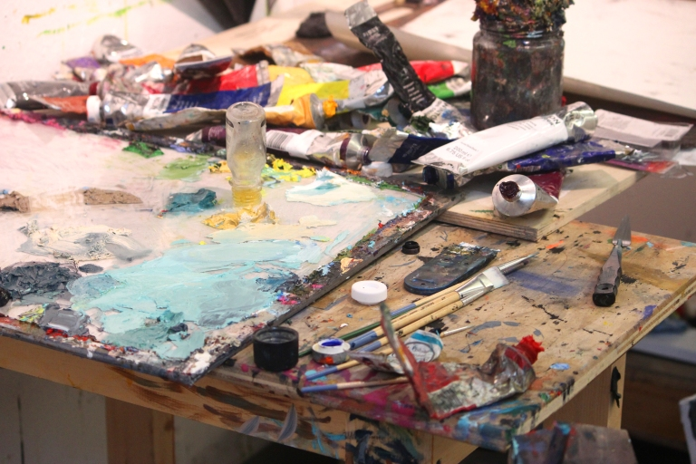 Painting-studio-messy_015